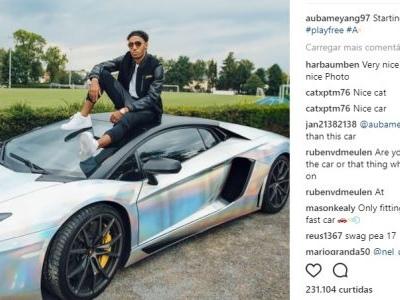 """Aubameyang mostra seu novo carro metálico: """"pra começar a semana"""""""