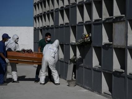 Brasil registra mais 1.337 mortes por Covid-19 e estados anunciam restrições
