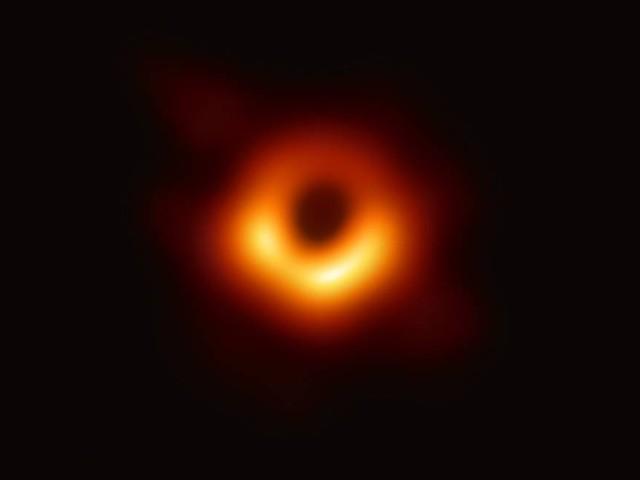 Divulgada primeira imagem de um buraco negro