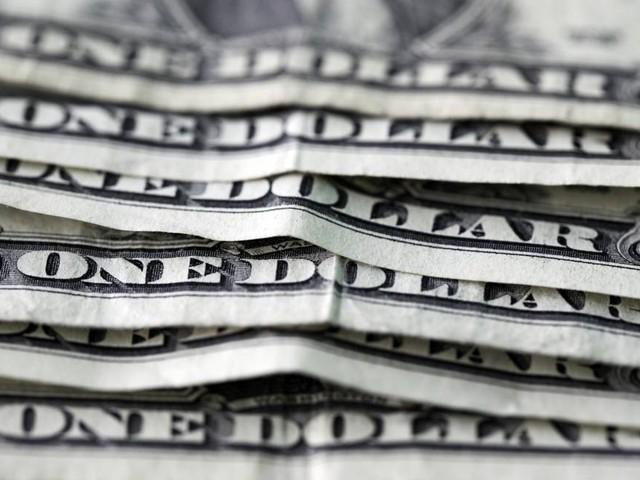 Dólar volta a rondar patamar dos R$ 3,75 e Bolsa opera nos 99 mil pontos