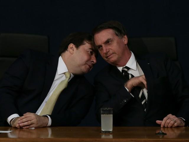 Em bilhete, Bolsonaro pergunta a Maia: 'Collor é candidato?'