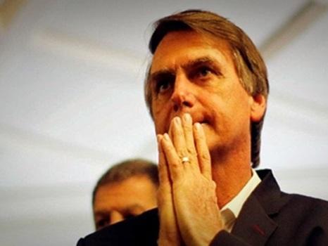 Equipe de Bolsonaro recomenda abafar proposta do candidato para universidades