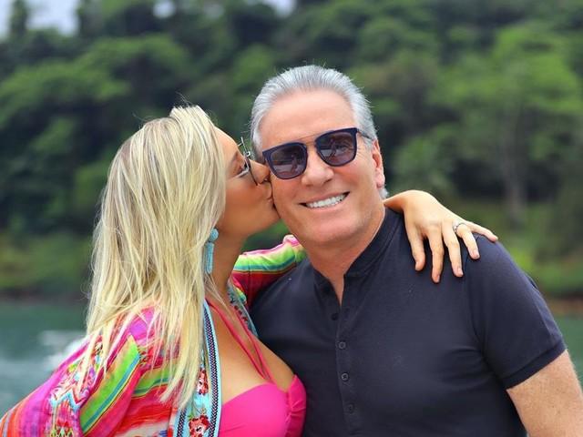 """Com 32 anos a mais que a esposa, Roberto Justus manda recado para a amada: """"Por toda minha vida"""""""