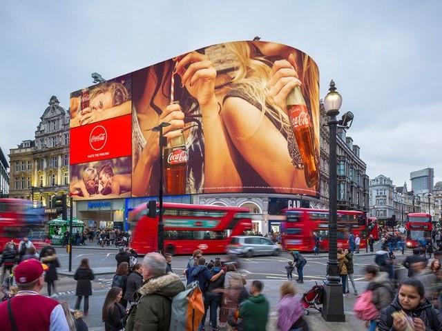 Novo mega telão de Londres sabe informações de quem passa por ele