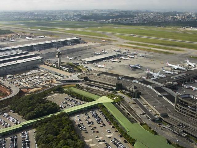 Terminal 1 do aeroporto de Guarulhos fecha temporariamente por falta de voos