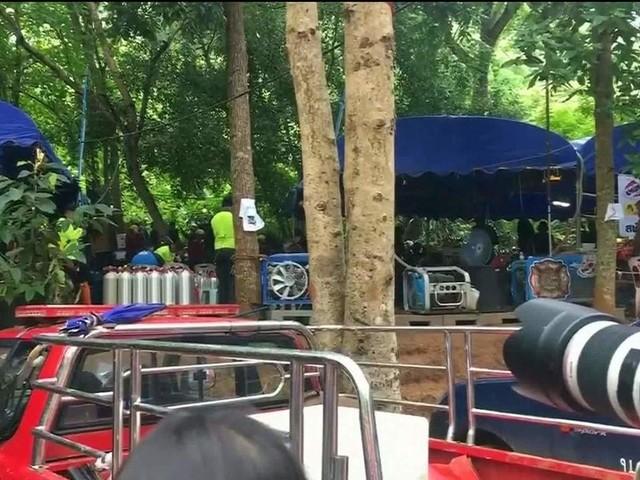 Equipes levam até 4 horas para chegar a garotos presos em caverna na Tailândia; percurso tem 3 km