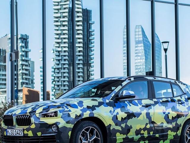 BMW X2 2018 circula camuflado em Milão (Itália) - vídeo