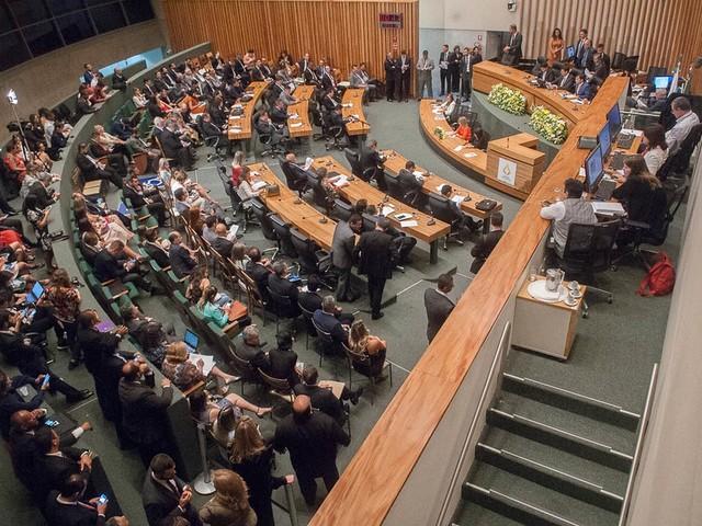 Câmara Legislativa do DF altera licença-prêmio e acaba com pecúnias a servidores