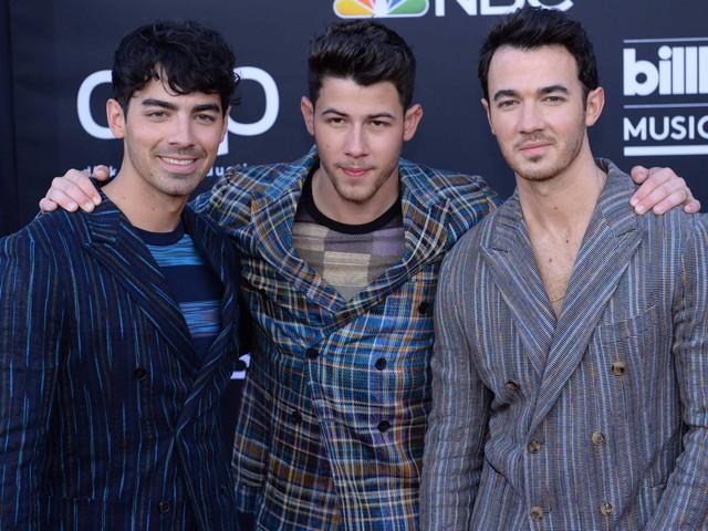 Jonas Brothers apresentam tracklist de álbum de retorno da banda