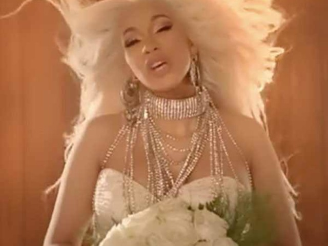 Cardi B se casa e enterra o marido no clipe da música Be Careful
