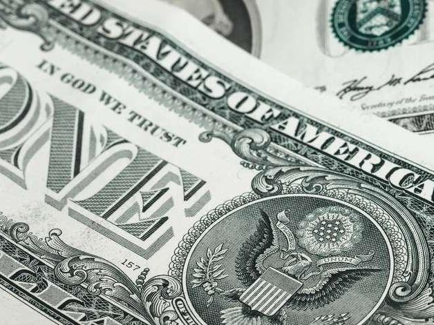 Bolsa cai para menor nível em duas semanas e dólar sobe a R$ 3,80