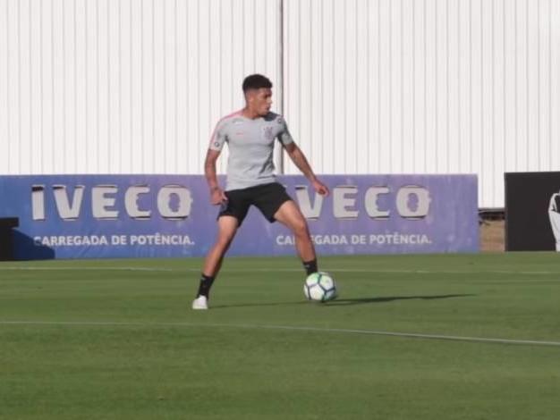 Douglas treina pela primeira vez no Corinthians