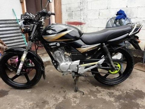 Vendo linda moto yamaha ybr año 2017