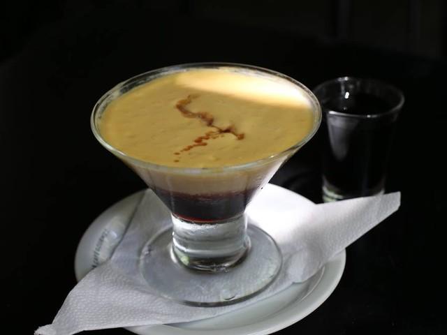 Aprenda a fazer o creme de manga com licor 43, sobremesa do restaurante Garnizé