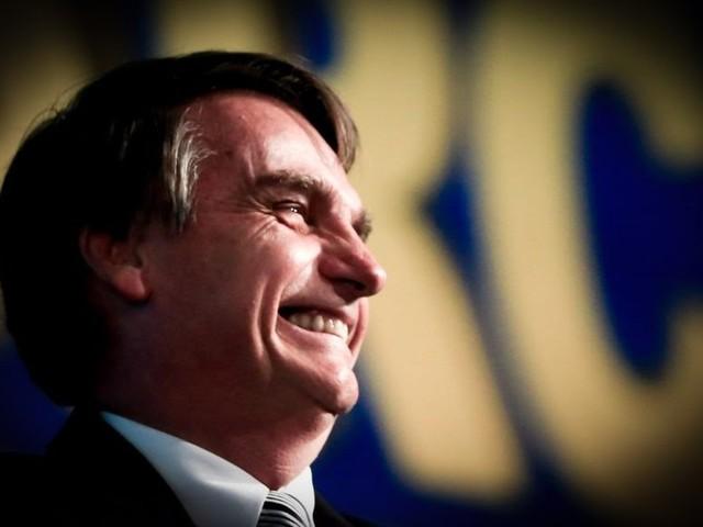 Bolsonaro promete defender a Constituição. Veja íntegra do discurso