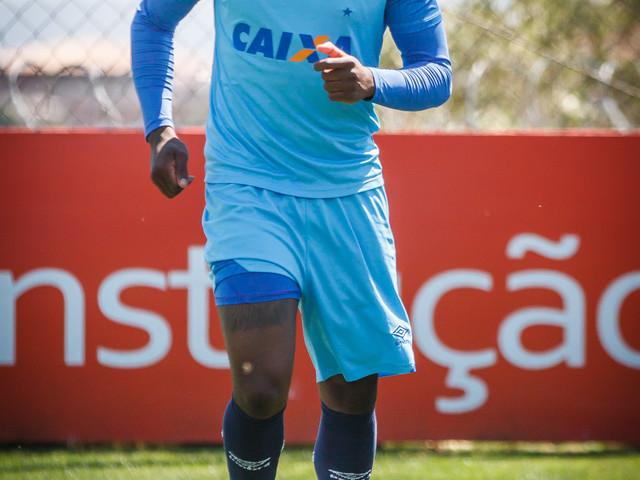 """Manoel pede """"auxílio-moradia"""" e não veste mais a camisa do Corinthians"""