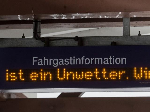 """Zugverkehr in NRW wegen Sturm """"Friederike"""" eingestellt"""