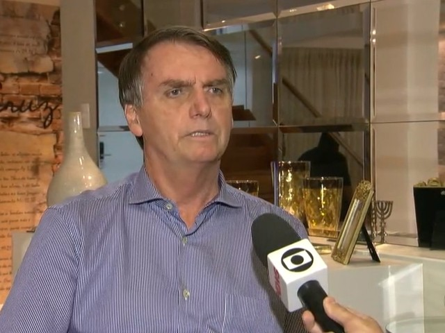 Bolsonaro pede desculpas por declarações do filho em relação ao STF