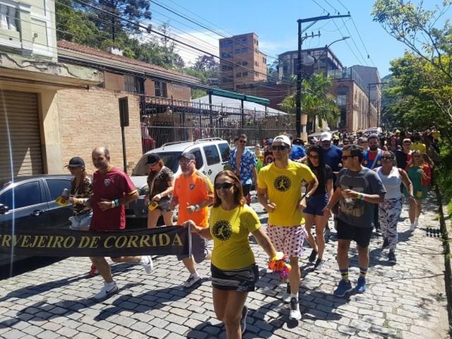 Petrópolis, RJ, abre inscrições para circuito cervejeiro de corrida de rua com temática de carnaval