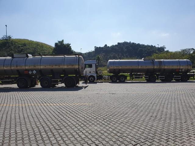 Caminhões-tanque que transportavam biodiesel de forma irregular são retidos em Barra do Piraí