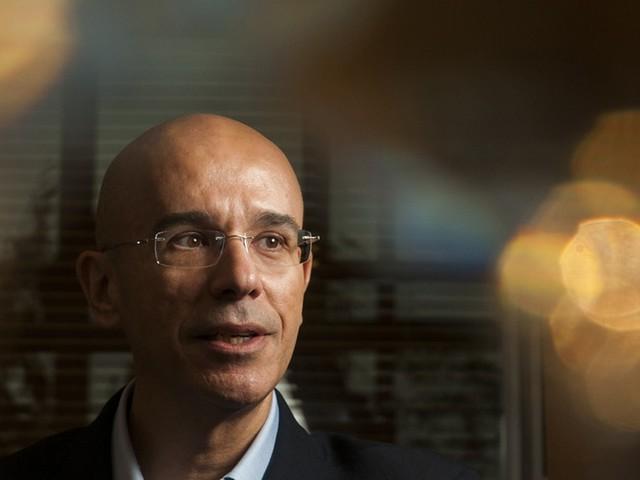 """Rial """"sobrevoa"""" funcionários e prevê lucro de R$ 16 bi para o Santander em 2020"""