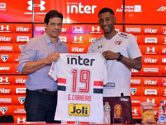 Com centroavantes em baixa, Carneiro vira aposta do São Paulo