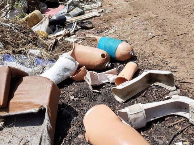 Próteses ortopédicas são encontradas em descarte irregular de lixo em Uruguaiana