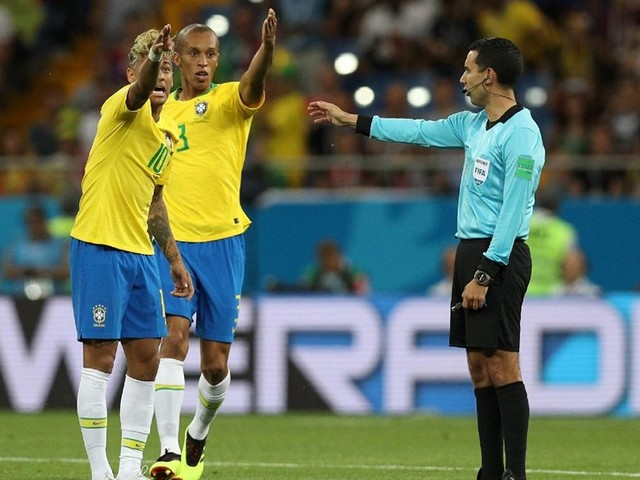 Após empate medíocre da seleção, Galvão culpa arbitragem
