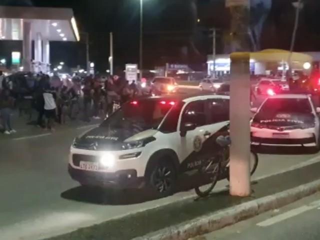 Homem é baleado e morto dentro do carro no trevo de São Cristóvão, em Cabo Frio, no RJ
