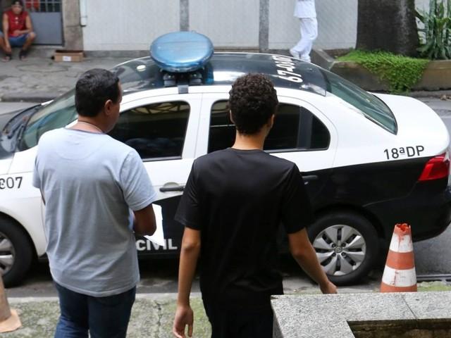 Adolescente que planejava ataque a uma escola do Rio chama jovem de Suzano de amador
