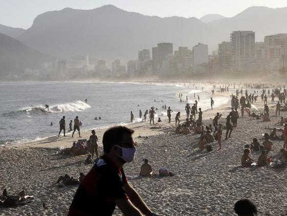 Segundo maior número de óbitos | Jornal inglês coloca Brasil no topo dos 'lugares a serem evitados'