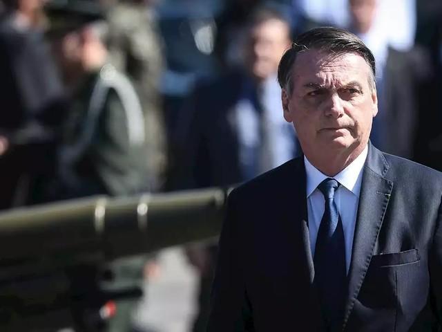"""""""Bolsonaro estará sempre ao lado do filho Carlos"""", diz porta-voz"""