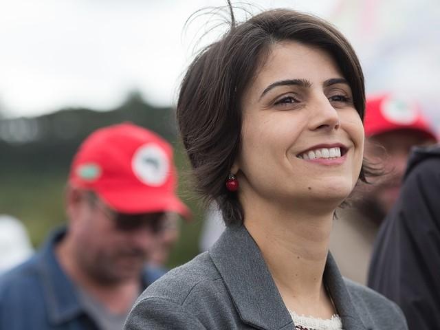 Manuela D'Ávila lidera disputa à prefeitura de Porto Alegre