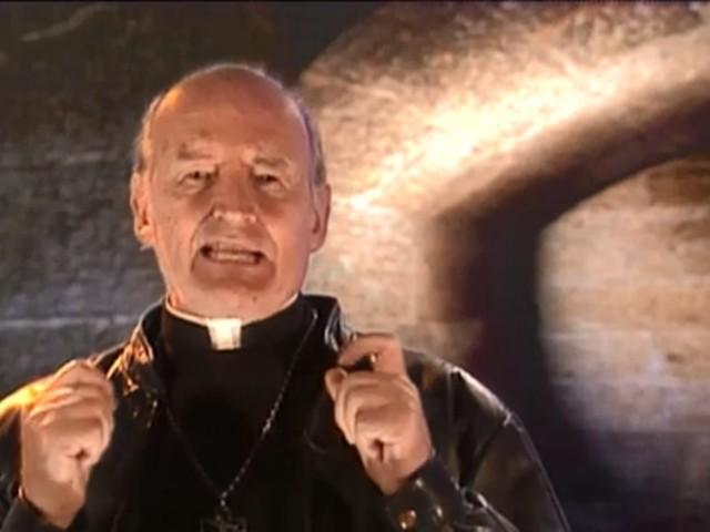 Padre Quevedo, autor do bordão 'Isso non ecziste', morre aos 88 anos em BH
