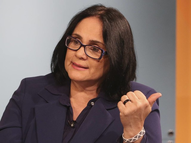 Damares atuou para impedir aborto legal de menina de 10 anos, diz Folha
