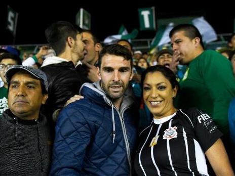 """""""Mexicana da Fiel"""" ganha camisa de Boselli e agradece: """"Vai, Corinthians!"""""""