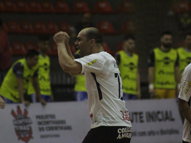 Corinthians elimina o Foz na prorrogação e avança na LNF