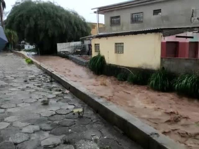 Chuva provoca inundação e deixa moradores desabrigados em Ouro Preto, na Região Central; VÍDEOS