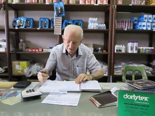 Aos 94 anos, idoso mantém comércio mais antigo de Juazeiro do Norte: 'Acho ruim não fazer nada'