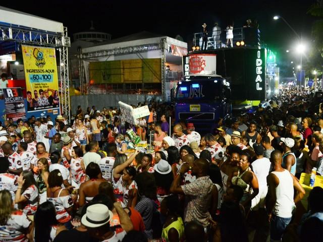 Embalo do É o Tchan, agito de Gabriel Diniz e axé das antigas de Bell marcam 1º dia da micareta de Feira de Santana
