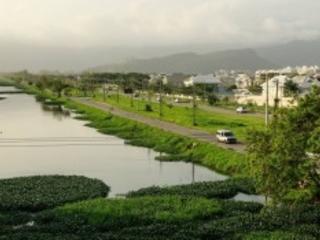 Mulher é encontrada morta em calçada próxima ao Canal de Sernambetiba