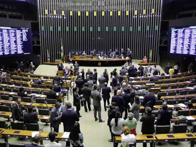 Compensação por reforma   Orçamento vai liberar reajuste de militar e barrar de servidor civil