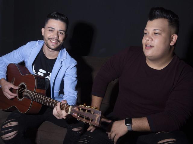Acusada de transfobia, dupla sertaneja lança versão de 'Lili' com nova letra
