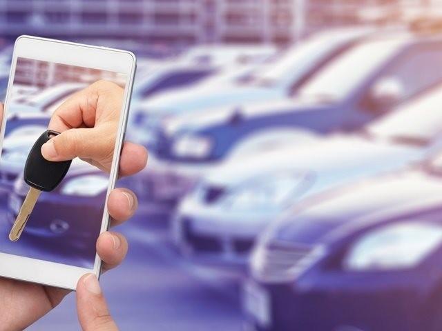 Apps trazem a facilidade de alugar um carro pagando por minuto