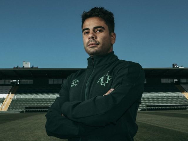 Ex-São Paulo, atacante Henrique Almeida é anunciado pela Chapecoense