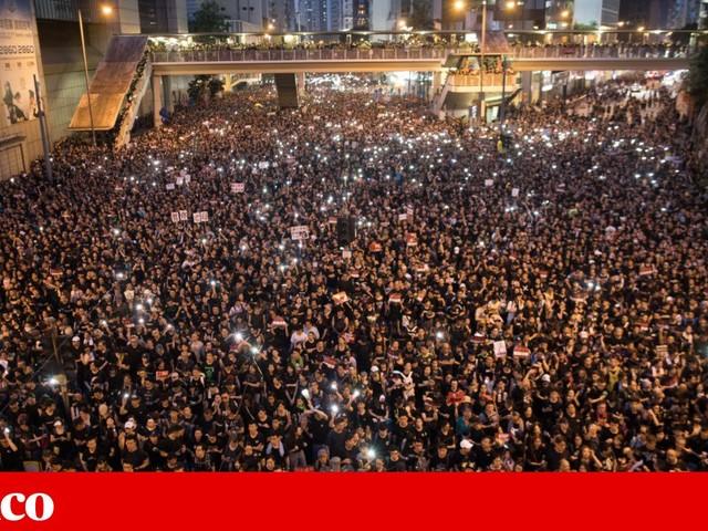 Nova manifestação maciça em Hong Kong leva líder local a pedir desculpas