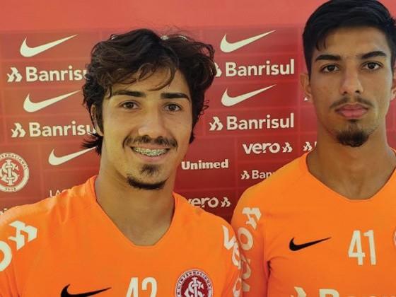 Erick e Leonardo querem aproveitar período de treinos para se firmarem nos profissionais do Inter