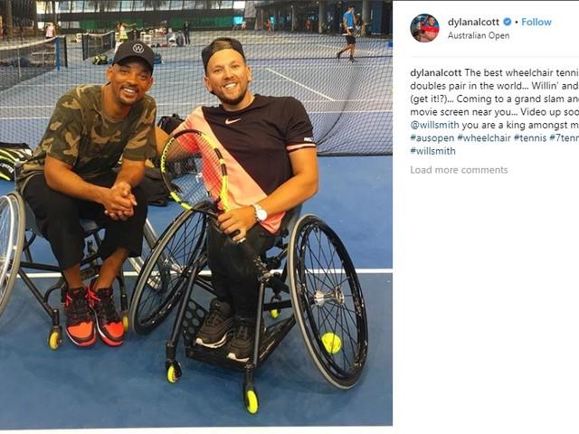 Will Smith joga tênis em cadeira de rodas com campeão paraolímpico