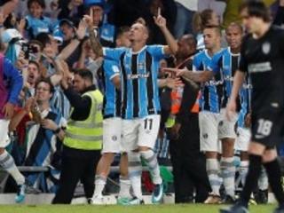 Muita tensão. Mas a coragem de Renato mudou o jogo. E o Grêmio está na final do Mundial…