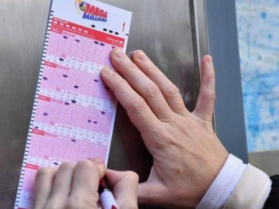 Homem ganha R$2,7 milhões após sonhar com os números sorteados em loteria